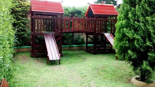 juego con toboganes en madera