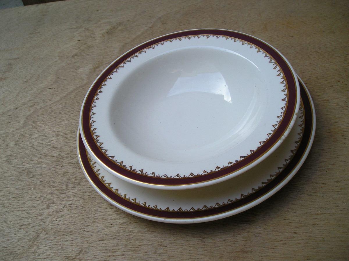Juego de 2 antiguos platos para comer ni os sellados for Platos para