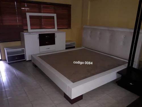 juego de cama blanco , 2 mesas de noche espejo y peinadora