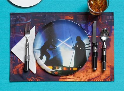juego de cena star wars plato, mantel y cubiertos lightsaber
