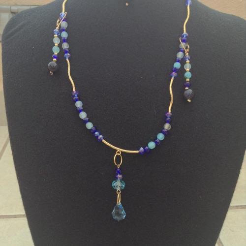 juego de collar, aretes y pulsera en tonos azules