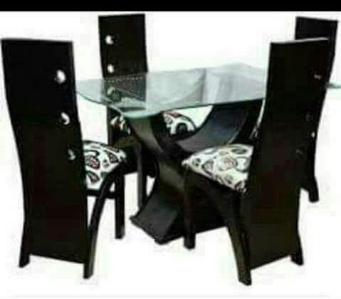 Juego de comedor 4 puestos en madera tapa cristal de 10ml for Comedor 4 puestos vidrio