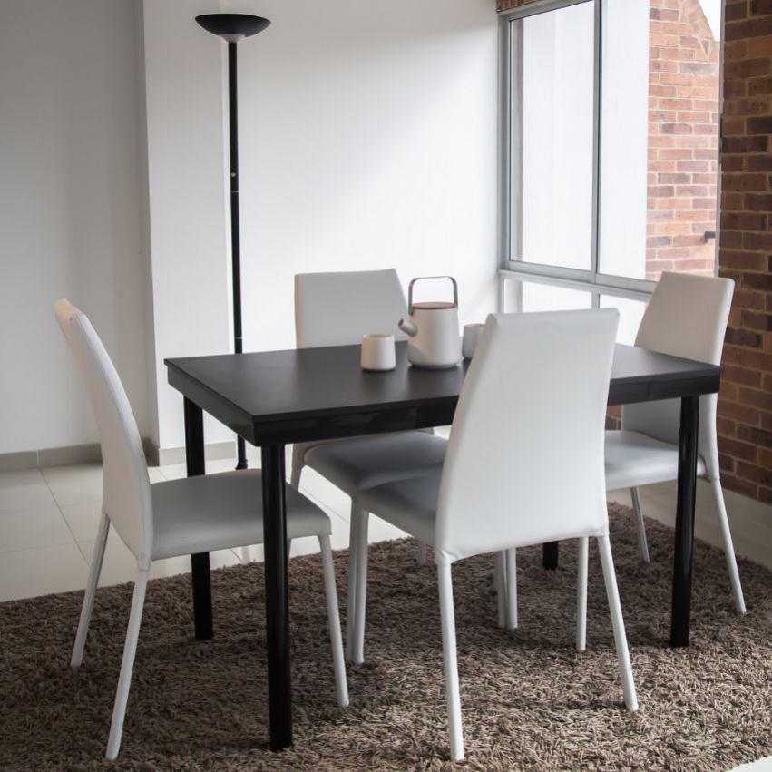 Juego de comedor 4 puestos venecia con sillas blanco for Comedor 4 puestos madera