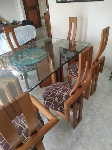 juego de comedor. 6 puestos.madera, asiento de tela. vidrio