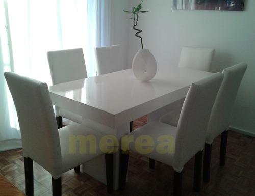 juego de comedor. mesa laqueada y 6 sillas tapizadas