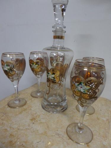 juego de  copas y botella flores pintura de oro