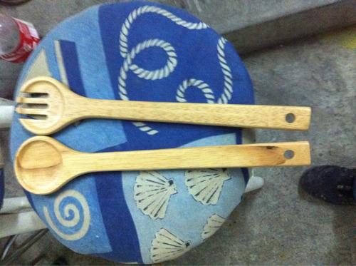 juego de cucharón y tenedor de madera para ensalada