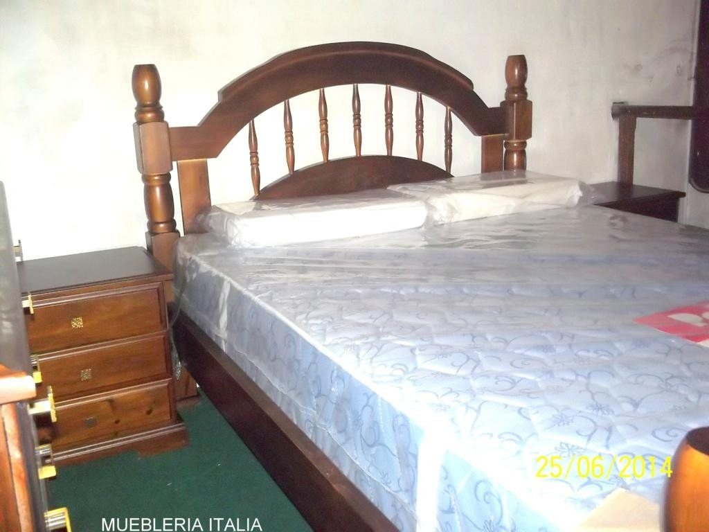 Juego de dormitorio madera maciza cama c modas mesas de for Juego de dormitorio montevideo