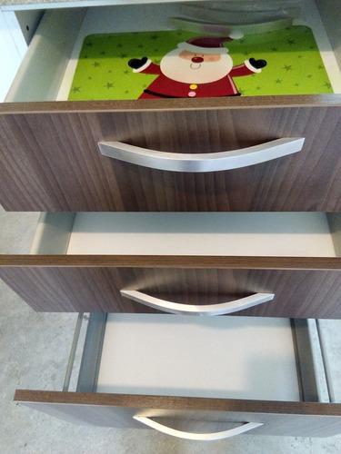 juego de gabinetes de cocina en fórmica con tope en granito