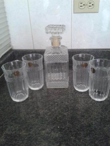 juego de licorera con 4 vasos de cristal de arques