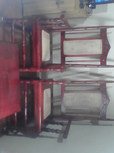 juego de mecedoras de roble antiguas, con mesita.