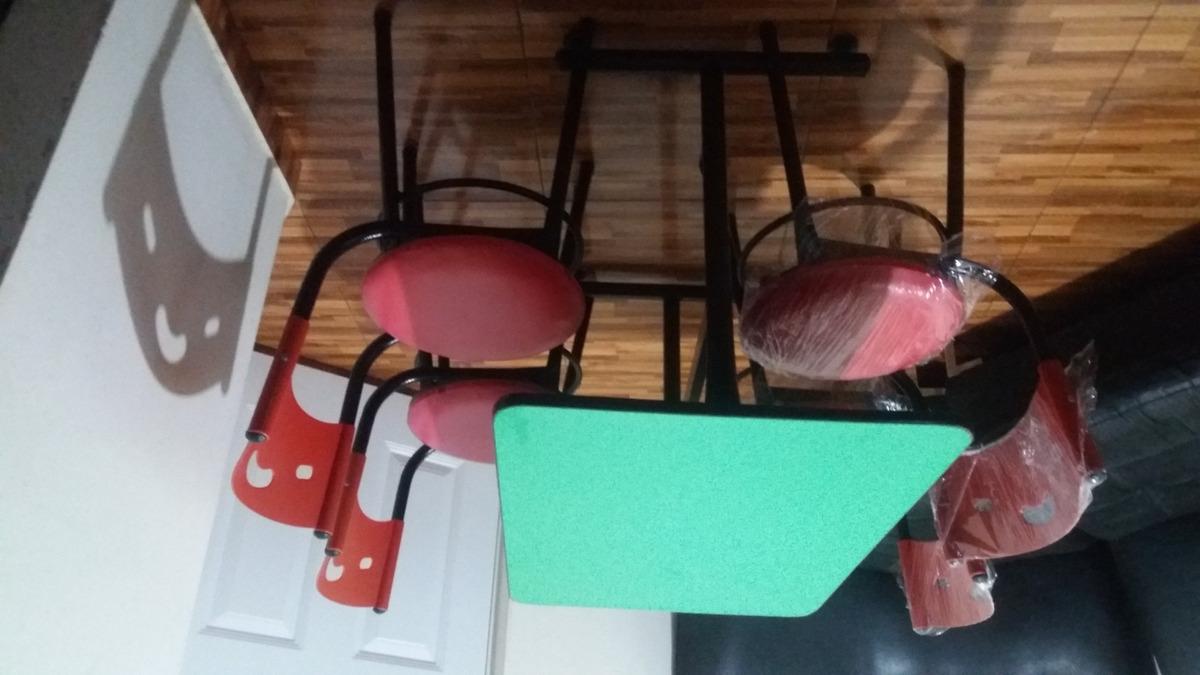 juego de mesa con 4 sillas tapizadas