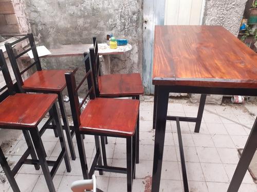 juego de mesa de bar y 4 banquetas