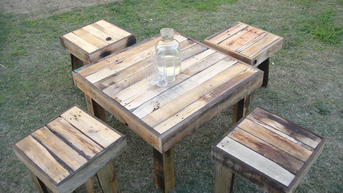 Juego de mesa de jardin de tarimas y madera reciclada for Jardineras con palets de madera