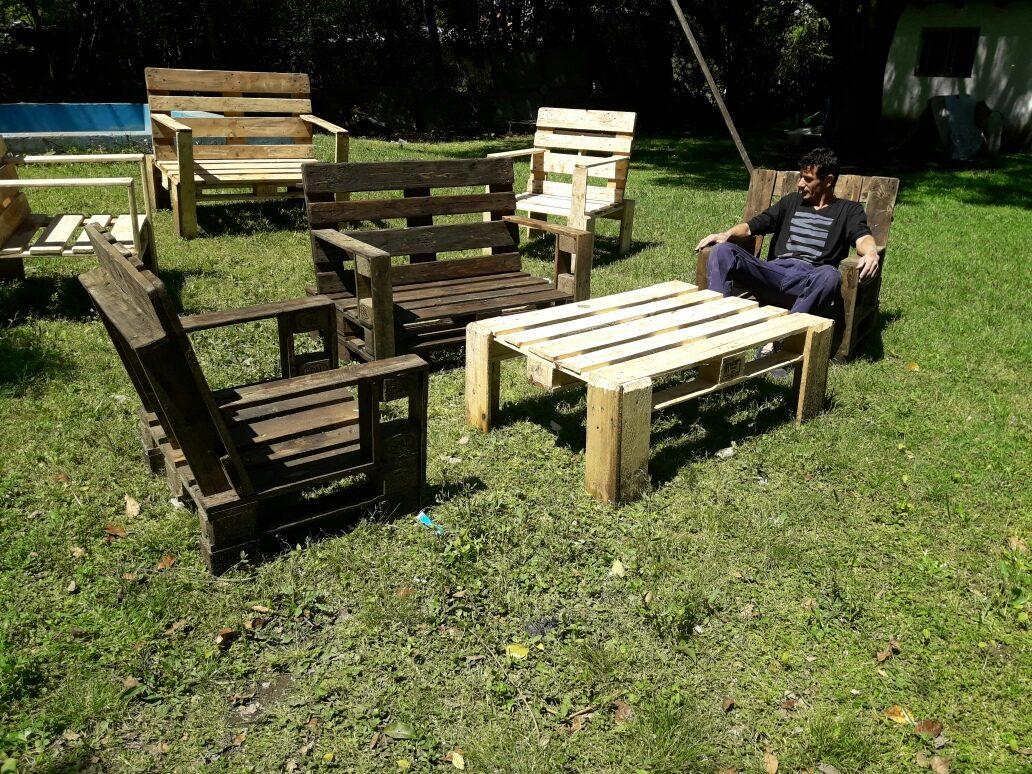 Sillones hechas con tarimas cmo hacer muebles de madera for Sillones hechos con tarimas