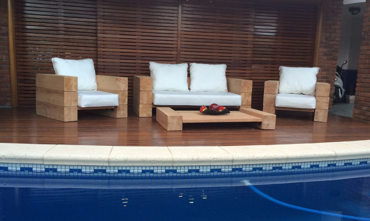 Juego de sillones y mesa ratona exterior en madera maciza for Sillones de madera para exterior