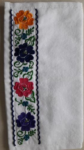 juego de toallas con bordados artesanales