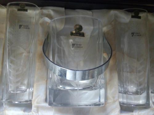 juego de vasos y hielera,  de cristal de bohemia, en su caja