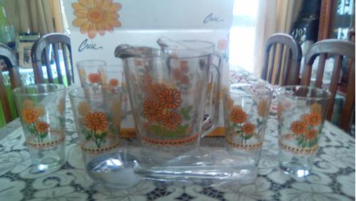 juego de vasos y jarra, de vidrio