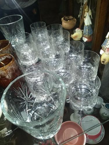 juego de whisky. hielera y 6 vasos. $2000