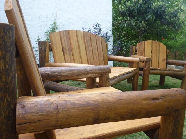 Juego sillones madera tratada piscinas patios jard n deck for Muebles de jardin uruguay