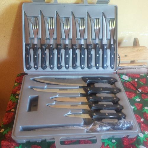 juego parrillero de cuchillos y tenedores