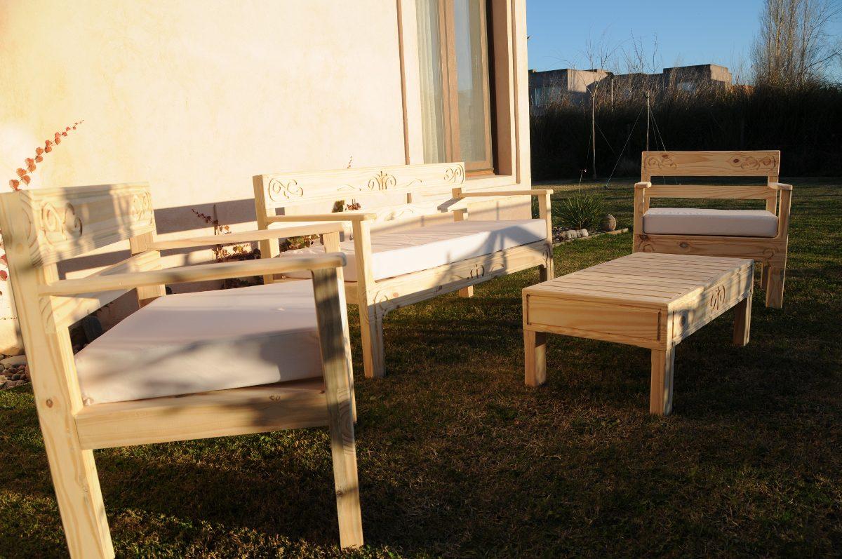 Mesas de balcon mesas de bar plegables de madera y de cao for Juego de sillones para balcon