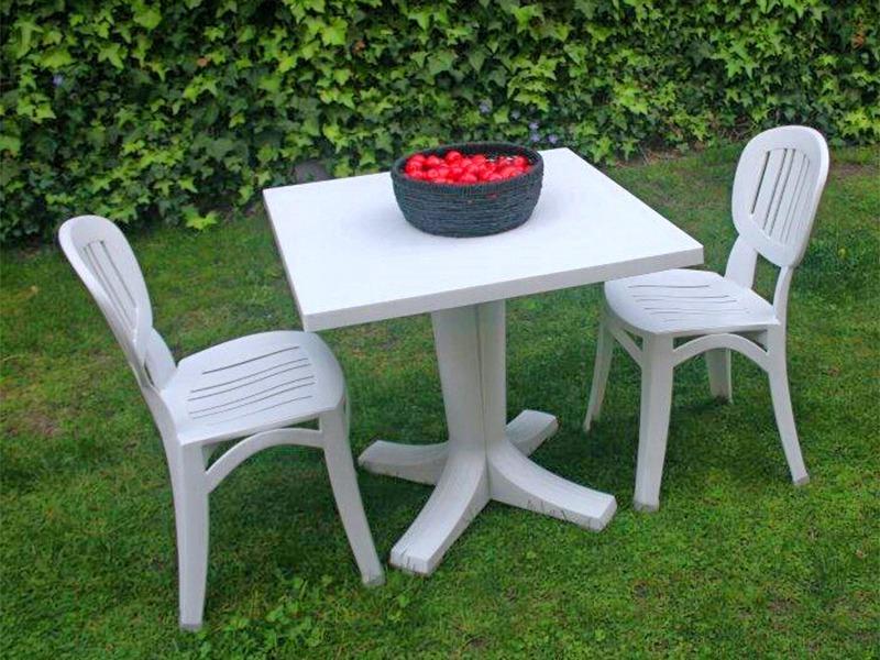 Juego terraza italiano 1 mesa 2 sillas blancas eg70 for Sillas blancas apilables