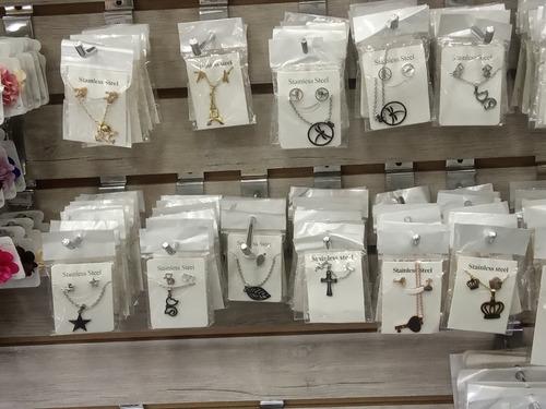 juegos de collar y aretes en acero con botellitas o cajas