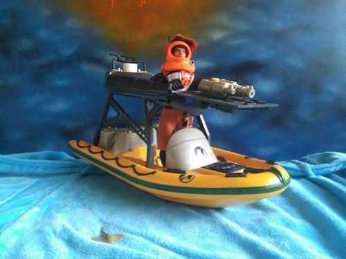 juguete actionman con barco de guerra