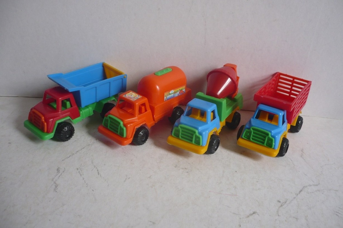 Camion set de 4 camioncito de plastico juguete escala for Juguetes de plastico