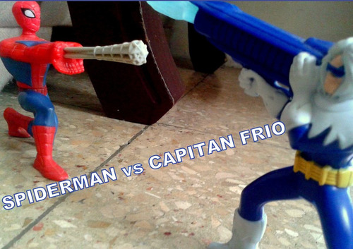 juguete figura de accion spiderman vs mr. freeze