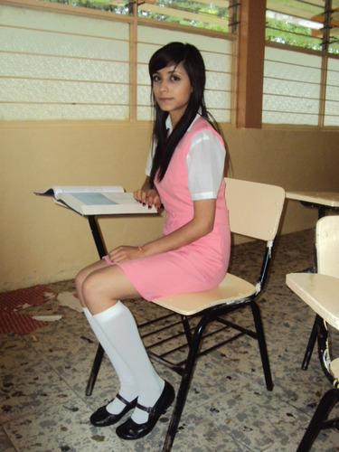Alumna de secundaria chupando verga de su maestro en salon de clases - 1 1