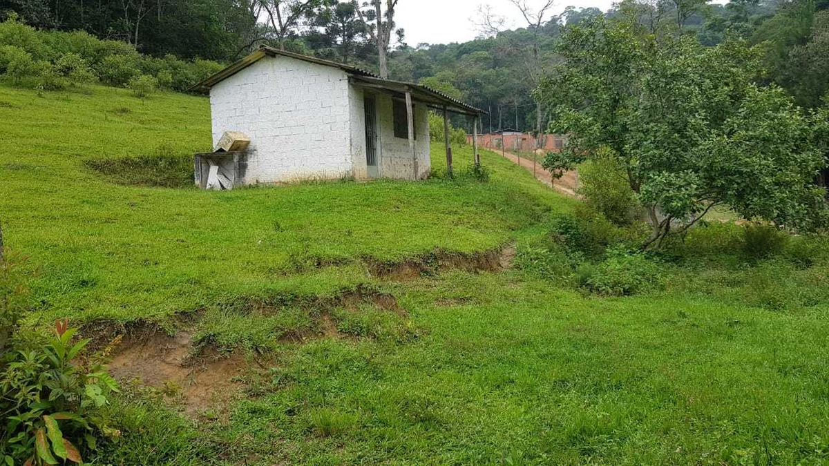 juquitiba/lazer/morar/frente asfalto/parcelado/ref: 04948
