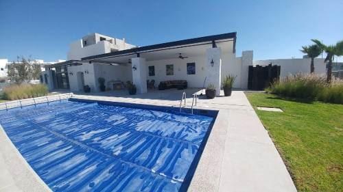 juriquilla, 3 recámaras, 3 baños, alberca, estudio, roof !!