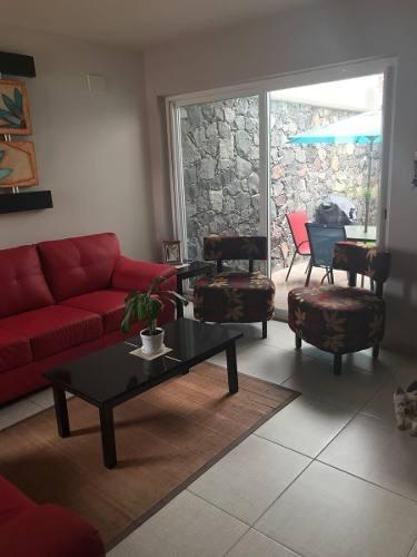 juriquilla, casa en venta en condominio privado frente a superama.