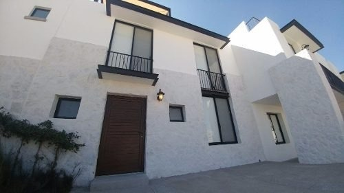 juriquilla, hermosa! alberca, 3 recámaras, roof, estudio !!