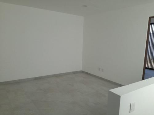 juriquilla san isidro, 3 recamaras, family room, t.240, jard