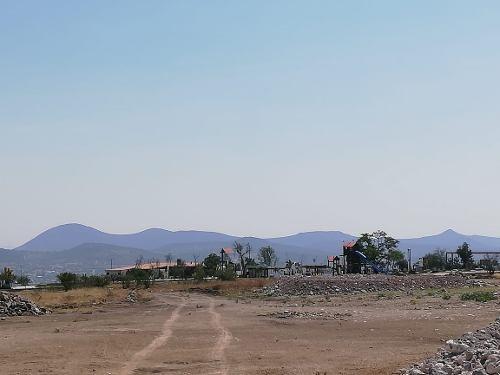 juriquilla. terreno comercial  cerca chedraui y  escuela internacional