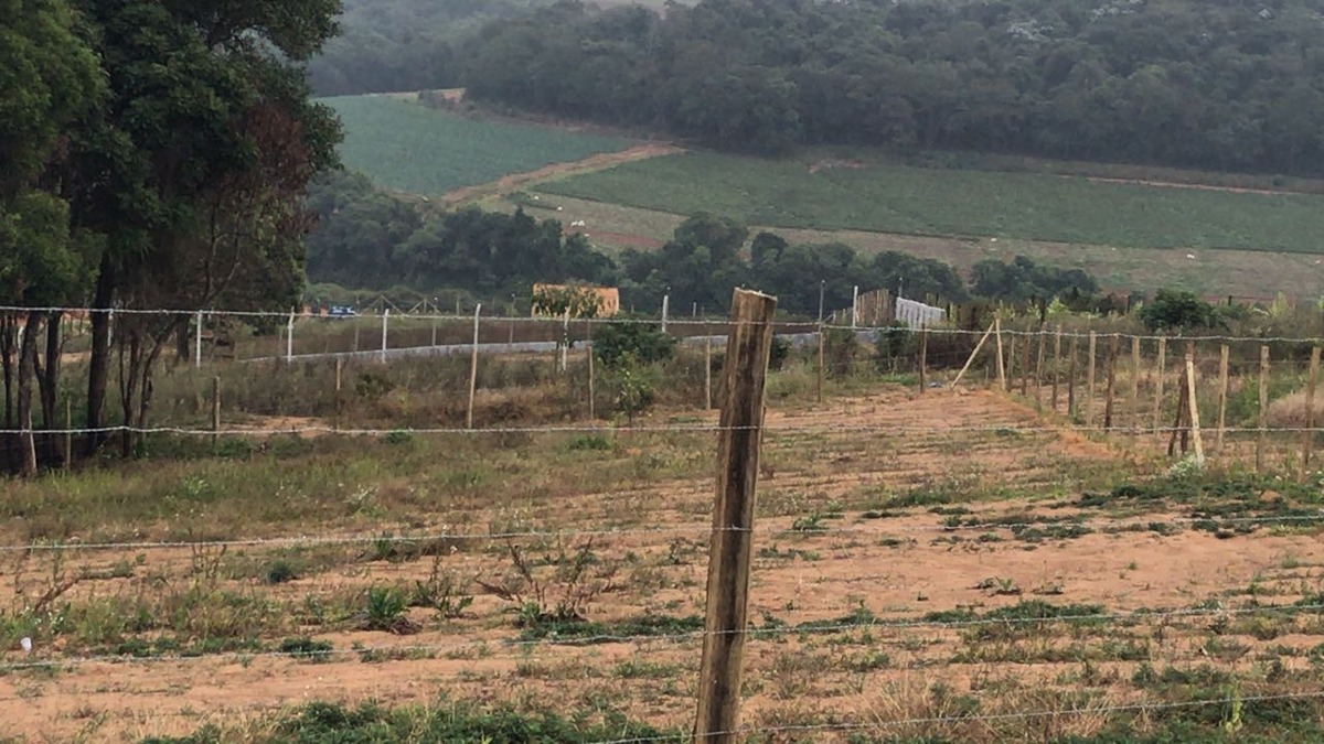 jv terrenos planos com água e luz em ibiúna por r$42mil