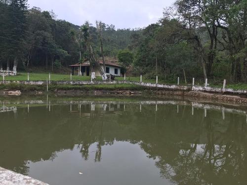 (k.a) chácara em frente a um lago rico em peixe com nascente