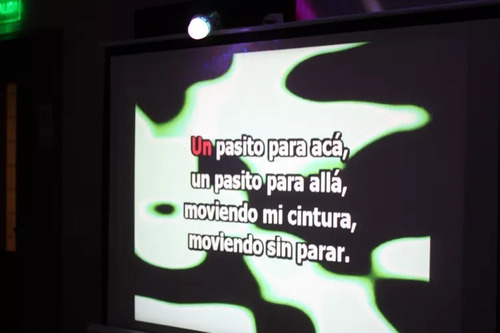 karaoke alquiler de servicio con proyector y pantalla