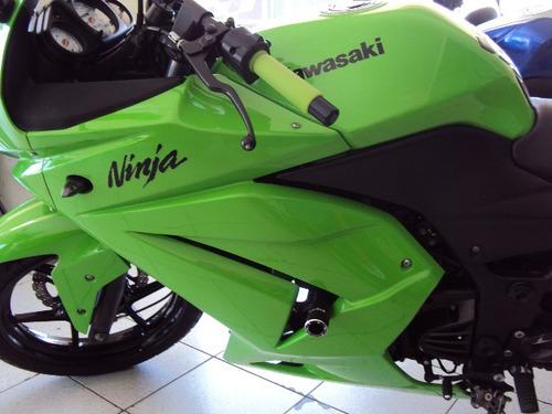 kawasaki ninja 250 esportiva.