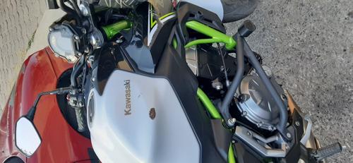 kawasaki z650   2017 blanclo y verde
