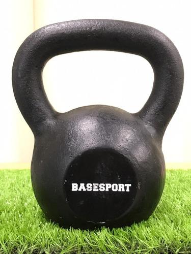 kettlebell (pesas rusas) de fierro color negro basesport