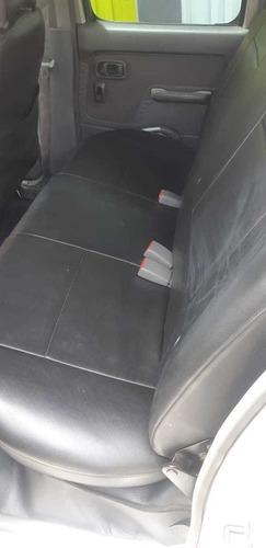 kia carens lx 2.0cc 7 pasajeros esta en manizales