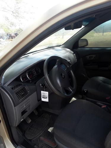 kia carens modelo 2007 lx mecanica , 5 puertas  7 pasajeros