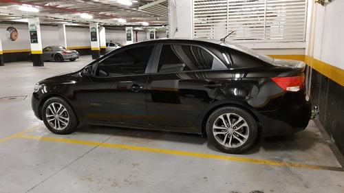 kia cerato 1.6 automático at6 preto muito novo