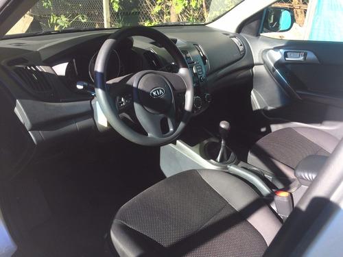 kia cerato - simil ford focus - 2010 nafta