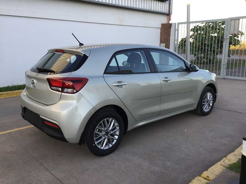 kia rio ex at6 hatchback fit fiesta golf 308 208